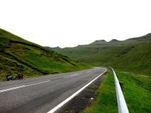 Väg med långfärdscykel på Färöarna