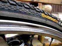 Skadad fälg på cykelhjul