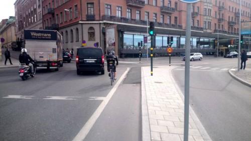 Före: Hård kant mitt i cykelfältet, varsågod. Foto: Andreas Jennische/StockholmDirekt.se