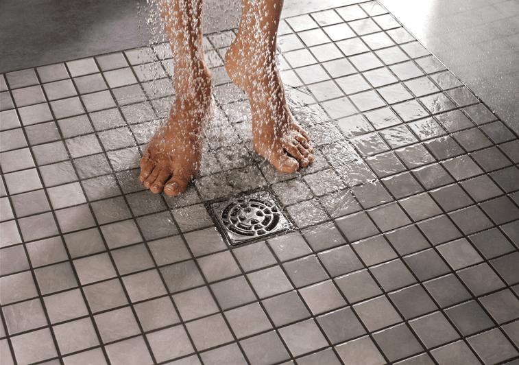 Plato de ducha de obra con drenaje puntual