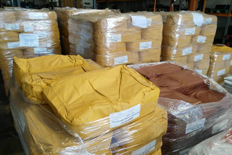 Suministro de pigmentos para cemento a base de óxido de hierro por palets de sacos de 25 kg.