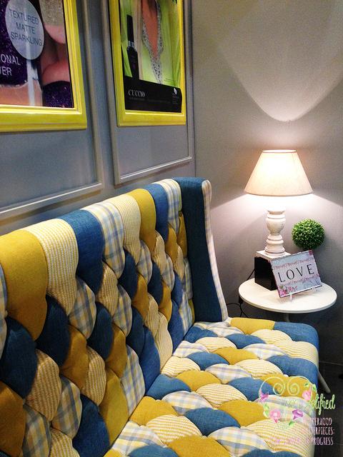 nail-spa-lounge-waiting-area