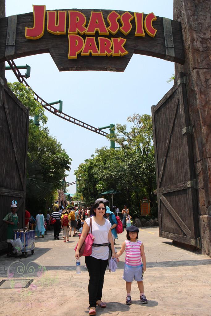 universal studios jurassic park gate