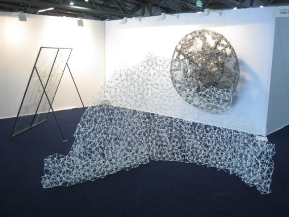 Vue d'ensembe. biennale art contemporain. Sculpture en coton tiges collés entre eux à la colle à chaud. Structure légère. Biennale de Mulhouse 012.