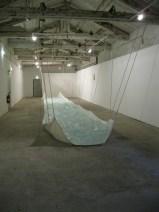 Installation au couvent des minimes à Perpignan, Bâche, corde, sac plastique et eau. exposition Principe d'incetitude.