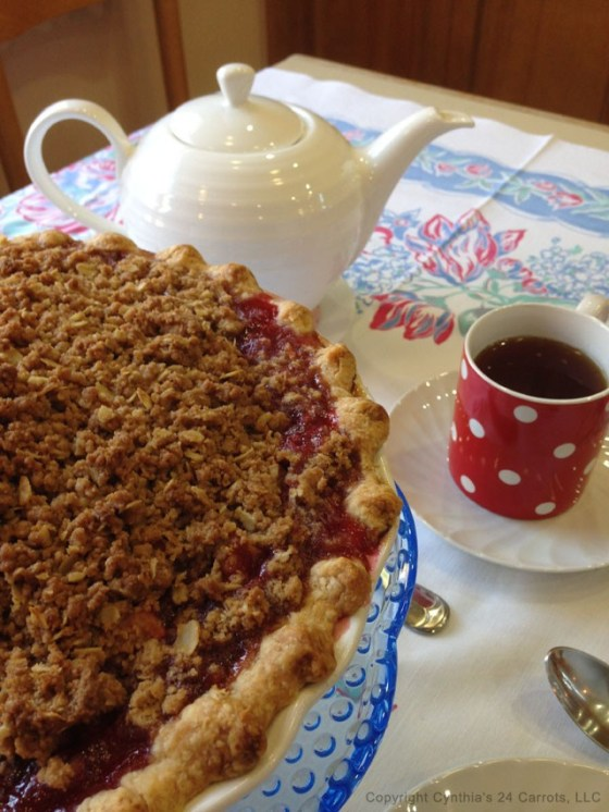Apple-crumble-pie-with-tea