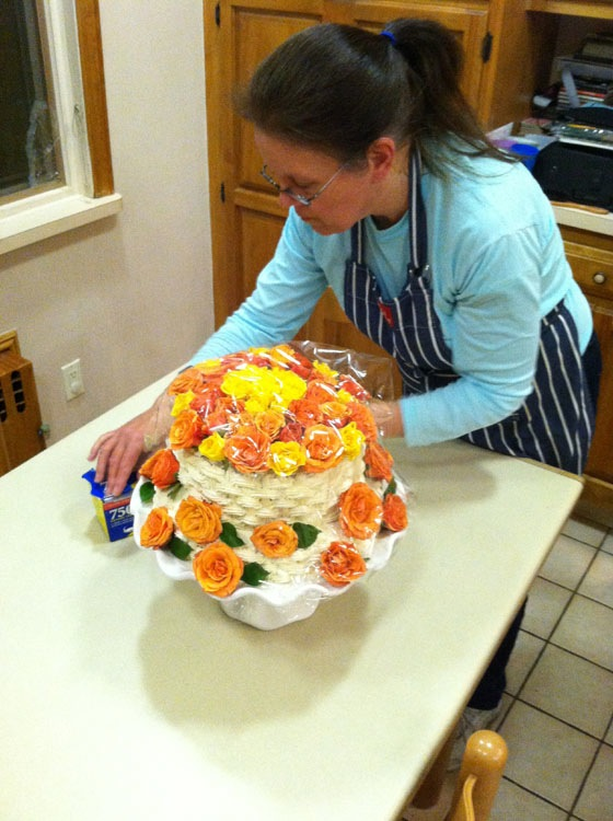 tiered-cake-with-roses-wrap