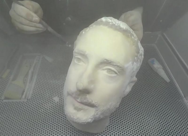 3D printed head lurks our cell phone's face recognition