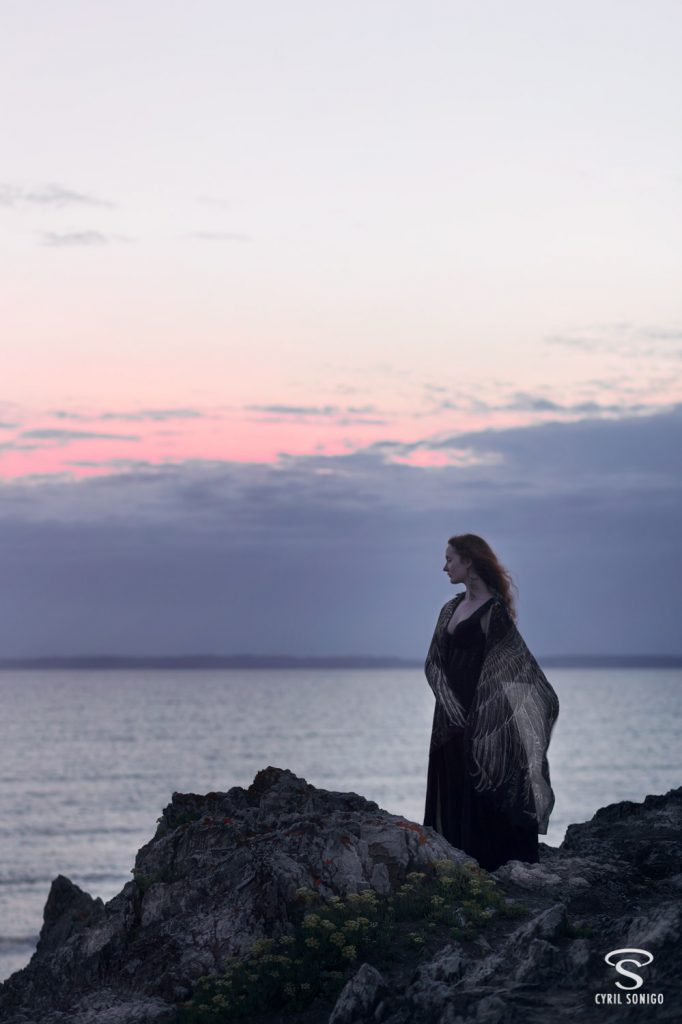 Photo femme oiseau en Bretagne avec foulard Shovava
