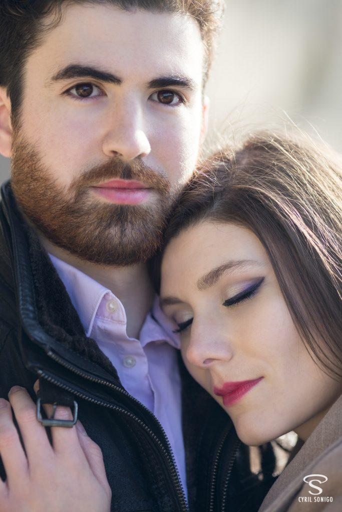 Séance photo de couple à la Saint-Valentin à Paris