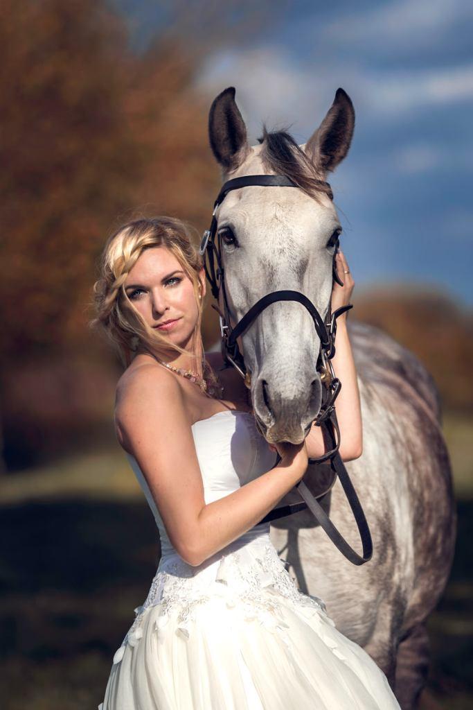 Mariée avec son cheval à la ferme de Muchedent