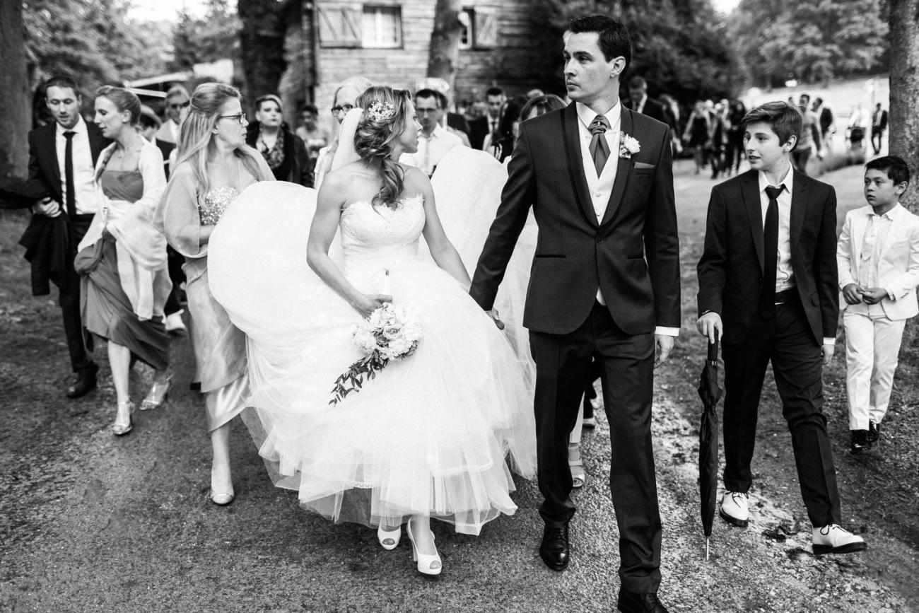Sortie de cérémonie d'un mariage au Domaine de la Butte Ronde à La Boissière-École
