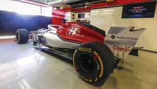 Alfa Romeo Sauber C37 tył dzień filmowy