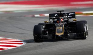2019-Haas-VF-19-Magnussen-testy-Barcelona-01