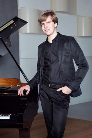 V rozhodujících okamžicích vítězí pozitivní hodnoty, říká klavírista Matyáš Novák a hraje skladby na přání (2)