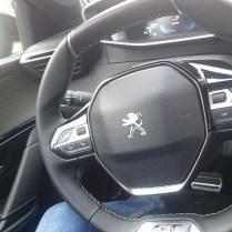 Peugeot 208 e GT volant