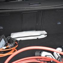 kabely v zavazadlovém prostoru