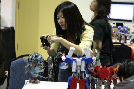 Even the girls diggin Transformers