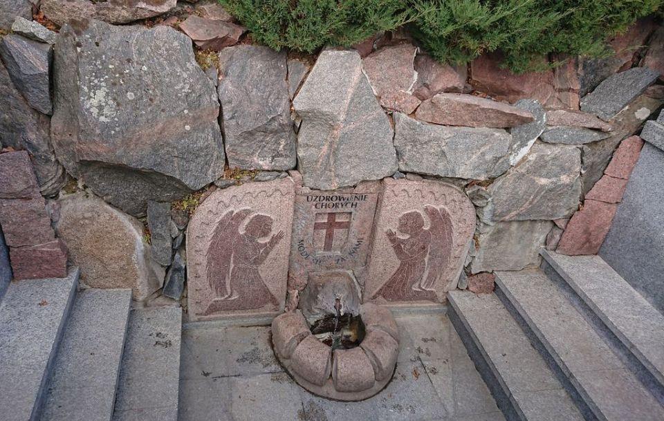 cudowne źródełko, sanktuarium Święta Woda, Matka Boża Bolesna