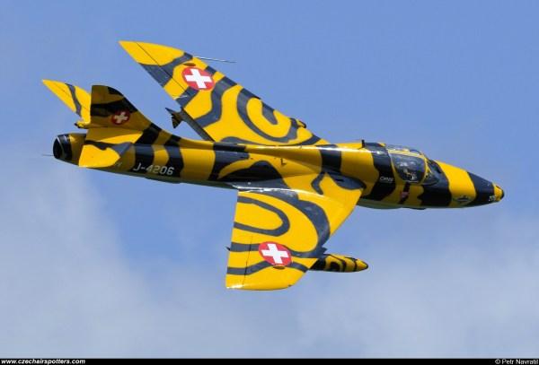 Swiss Hunter Team - Hawker T68 -4206 Hb-rvv
