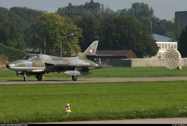 Swiss Hunter Team - Hawker T68 Hb-rvr -4201