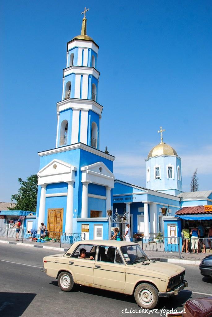 Żeby nie było że piszę tylko o cyckach i wódce. Oto piękna Cerkiew w Sudaku z zabytkowym samochodem na chodzie.