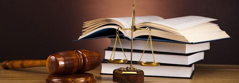 sudački bat, vaga i knjige zakona