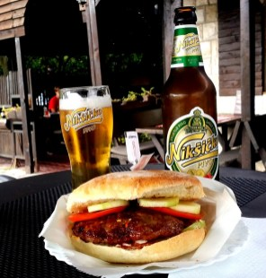 1 € Burger, 1,50 € Bier