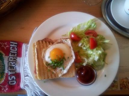 Früchstück am Weg nach München