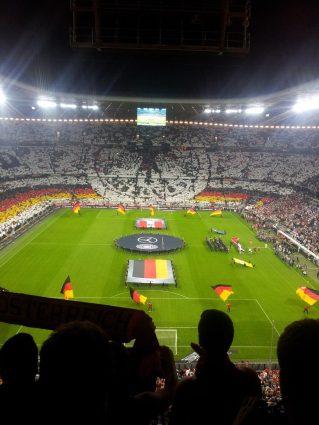 Tolle Choreo aber kaum Stimmung bei den Deutschen