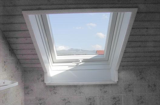 Roto MR Marenovierungsfenster im Bad  Wohndachfenster  Dachgauben  Einbau Service