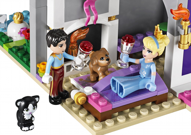 LEGO princess minidoll assise