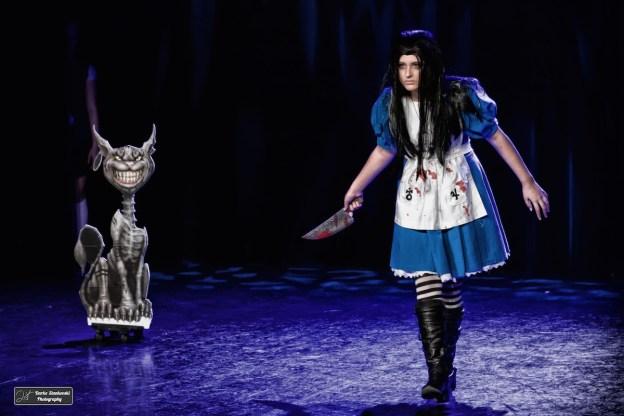 Concours de Cosplay lors du Salon de la B.D. de Puteaux, Alice: Madness Returns. On fait avec les éclairages et la scène... (D.Stankovski)