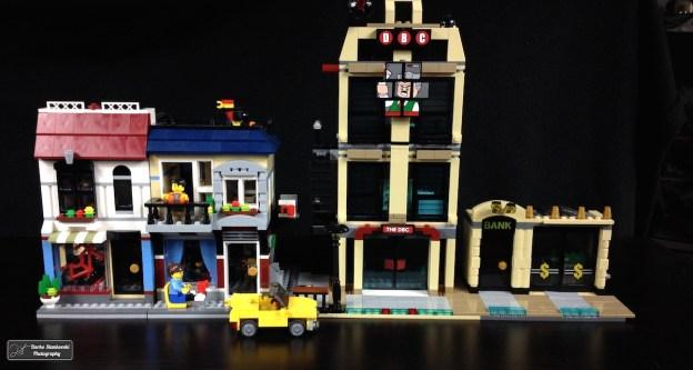 Une idée pour compléter la boite : le café et le magasin de vélo (bâtiment refermé) à coté du Daily Bugle et la banque de Gotham (D.Stankovski)