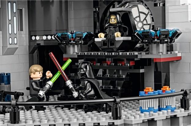 Le duel final mis en scène dans la salle du trône de l'Étoile de la Mort UCS 75159 (LEGO)
