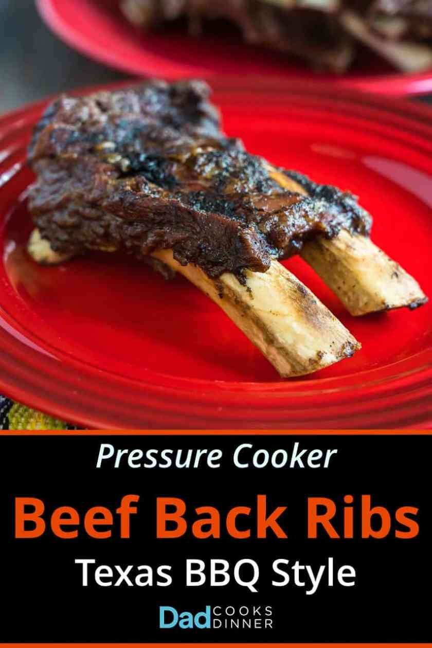 A two-bone slab of beef back ribs on a red plate, with text below describing the recipe