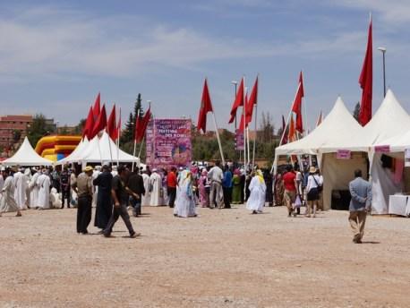 فاعلون مدنيون بقلعة امكونة يستنكرون إسناد تنظيم الدورة 55 لمهرجان الورود إلى رئيس البلدية