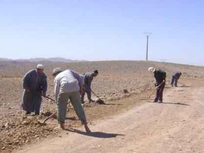 حلم طريق معبدة واحتجاجات في الأفق لساكنة أيت يحيا الضفة الشرقية