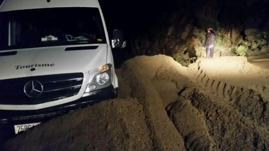 السيول تهدد السائقين بطريق مراكش ورزازات