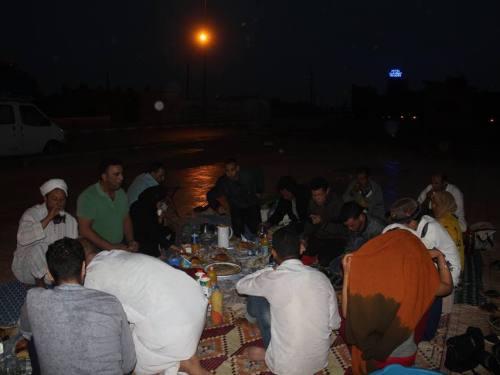 في سابقة من نوعها .. إفطار جماعي تحت المطر ضد الفساد ببومالن دادس