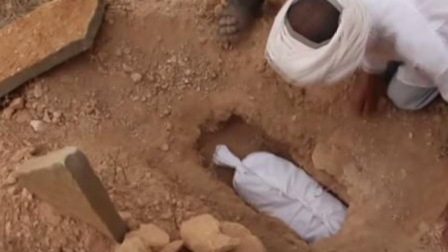 """آيت هاني: بعد ثلاث سنوات من اختطفها تشييع جنازة على ساقي الطفلة """"خديجة """"ضحية الباحثين عن الكنوز"""""""
