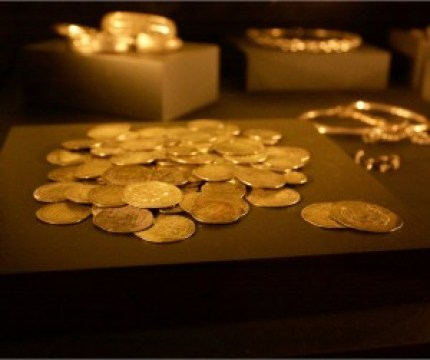 Image of viking coins and silver jewelry