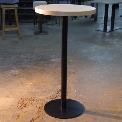 Mesa Disco 110cm estructura pintado negro con sobre de 60cm en roble