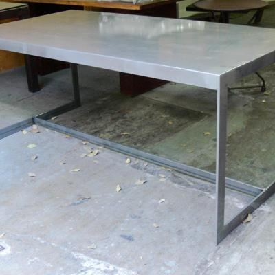Mesa six con sobre de plancha en hierro pulido 200x100cm
