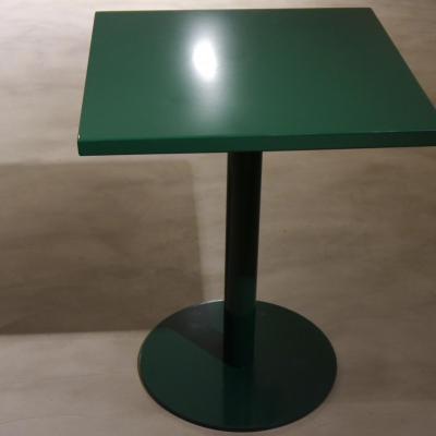 Mesa Disco con sobre de plancha 70x70cm pintado al horno color verde