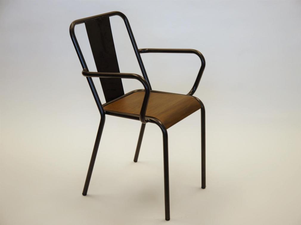 Sillón rochelle asiento madera acabado nogal estructura hierro natural barnizado