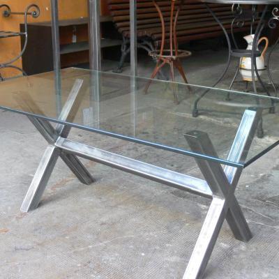 Mesa IXI con estructura hierro pulido y sobre de cristal de 10mm de 140x80cm