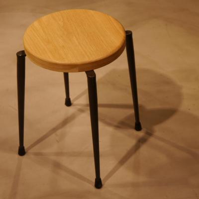 Taburete Conico apilable asiento roble H-45cm