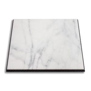 sobre de mármol blanco país con marco decorativo de madera