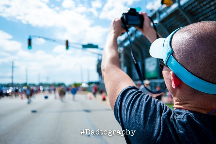 Dadtographer John with his camera at the Indy 500